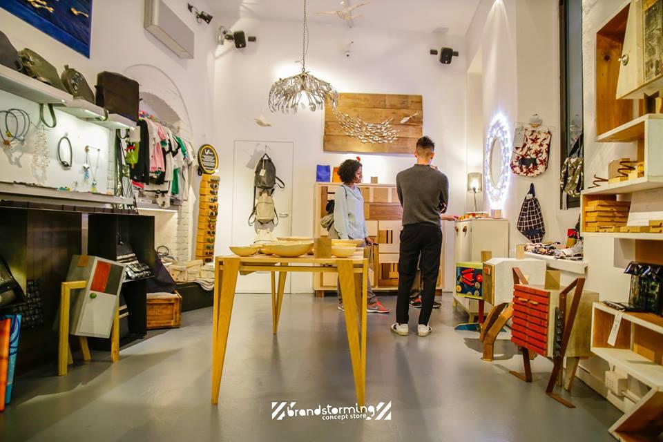 interno negozio design milano