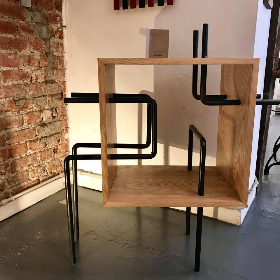 mini libreria ferro nero e legno chiaro