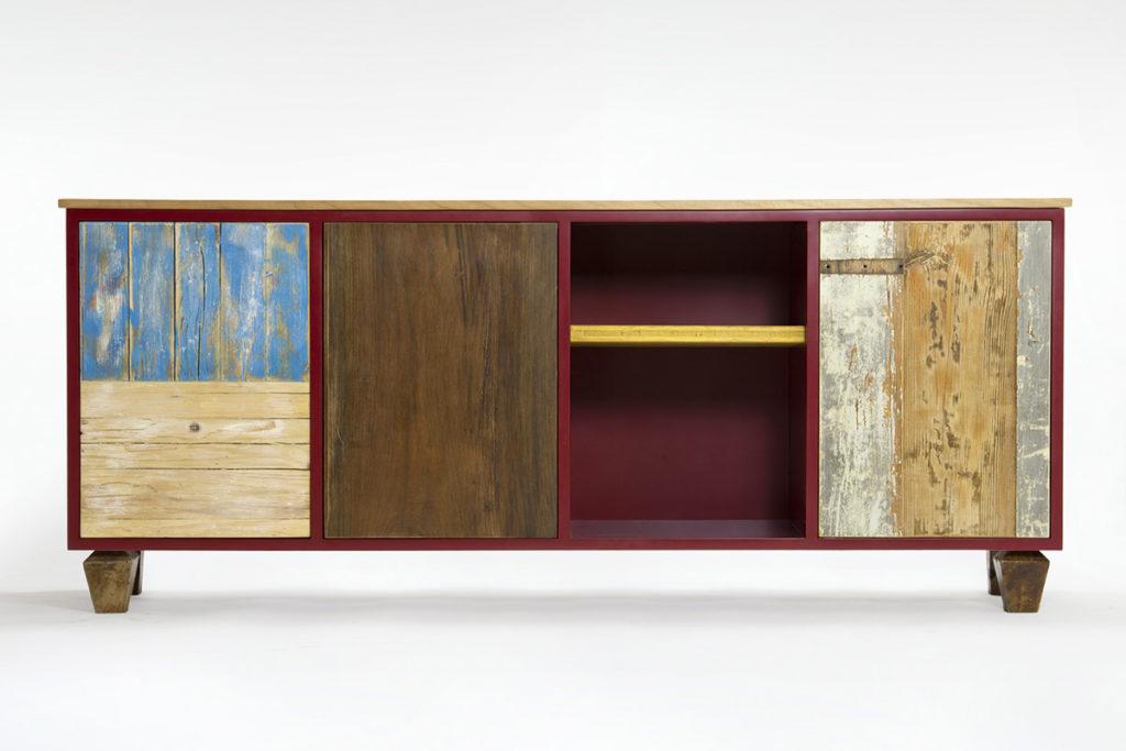 credenza bassa bordeaux con sportelli in legno di reucpero