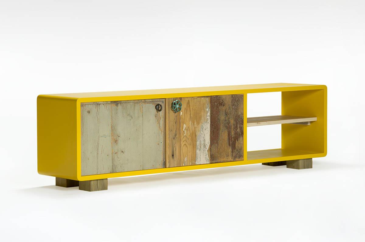 credenza bassa laccata e legno di recupero giallo ocra