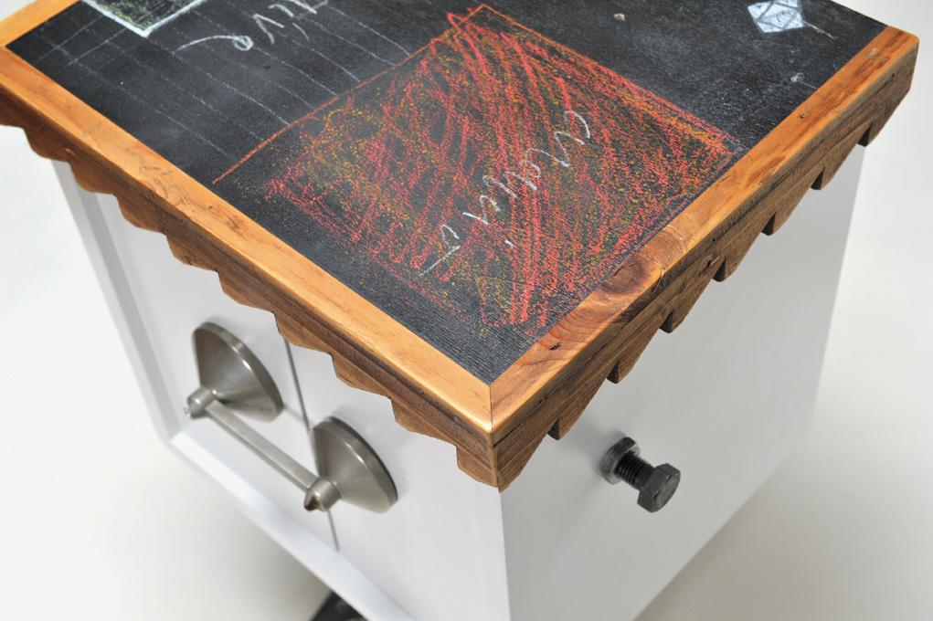 comodino con legno vintage e design