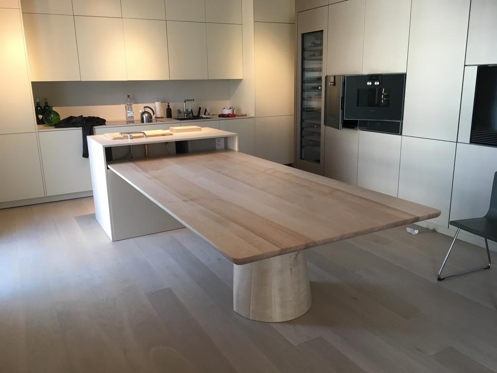 tavolo in legno massello acero con gamba in massello cucina a isola