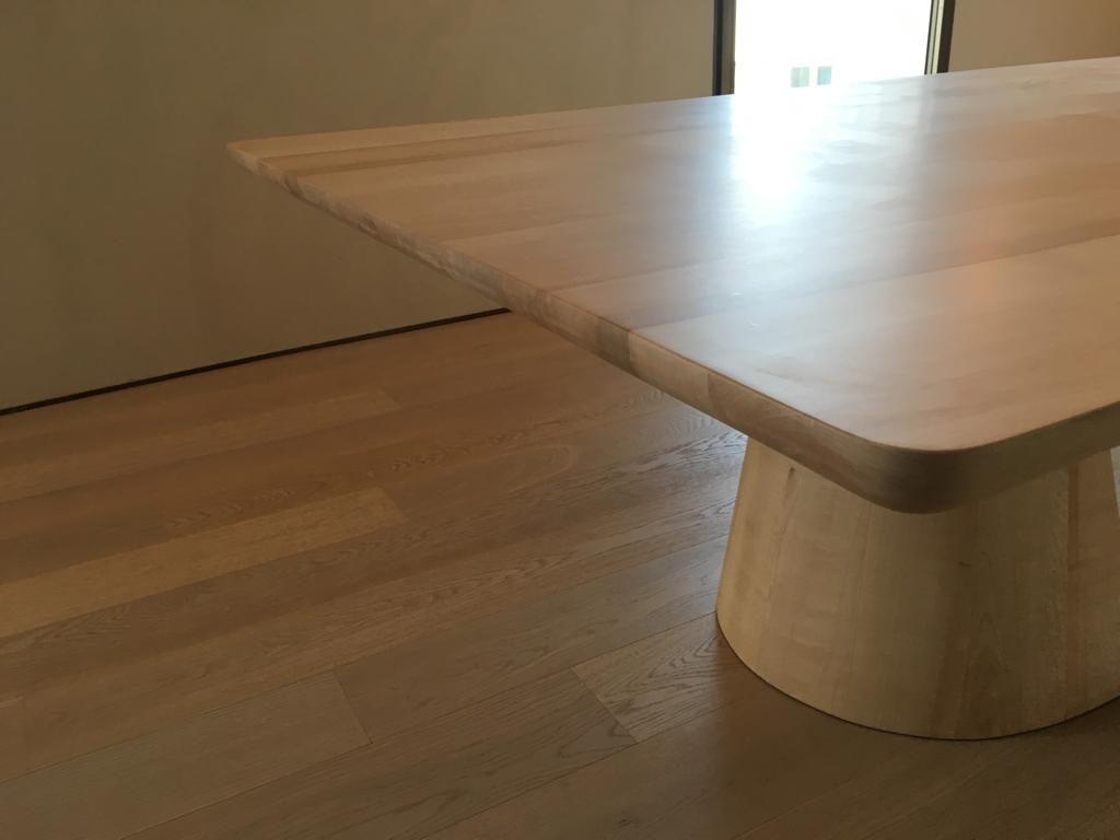Tavolo Con Gamba Centrale massello per cucina hi-tech ultima generazione