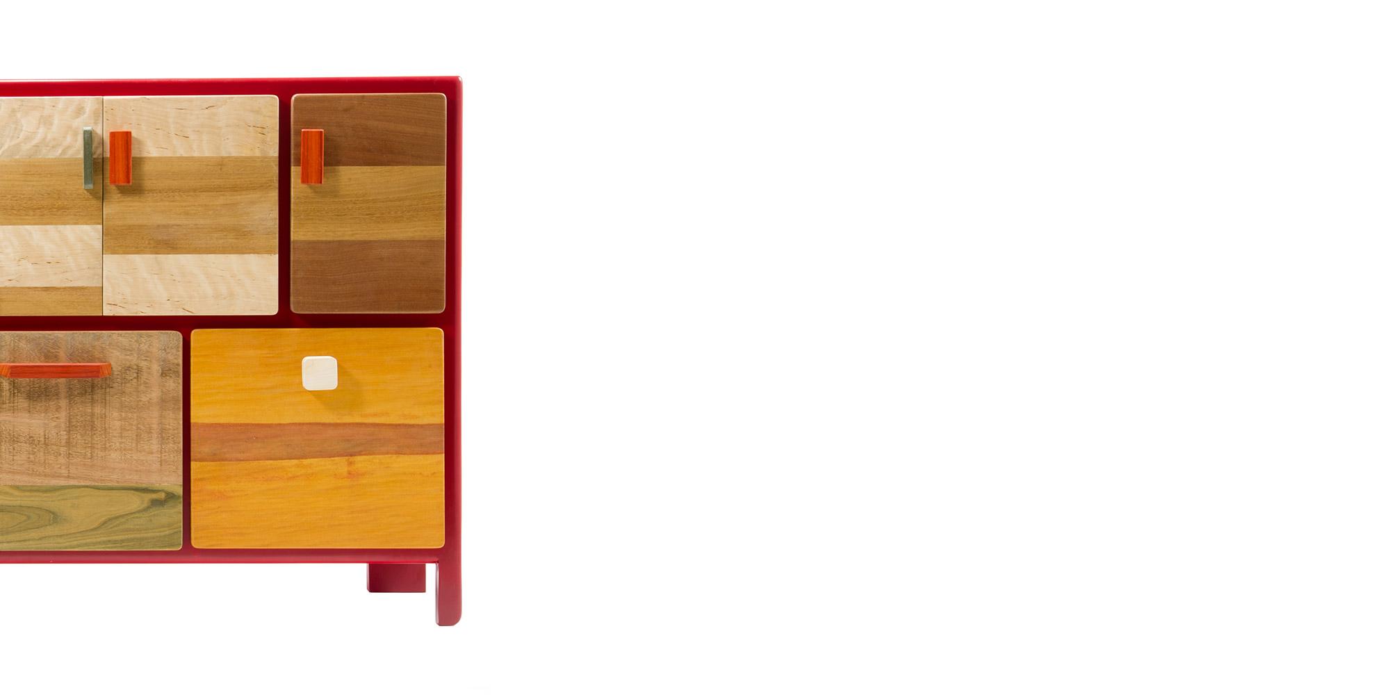 madia cassettiera in legno massello e laccatura rossa
