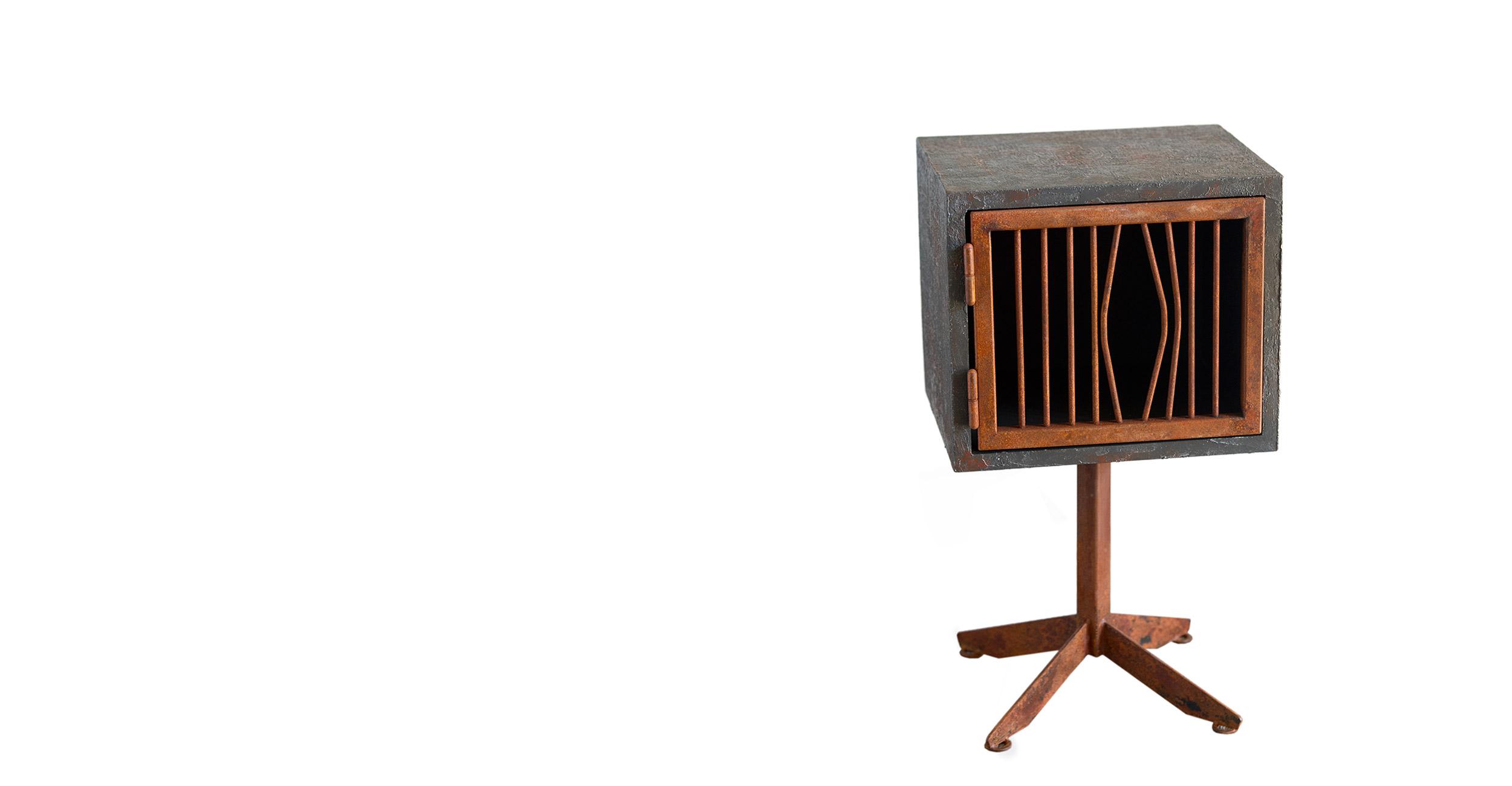 mobiletto in legno di recupero comodino resina e ferro