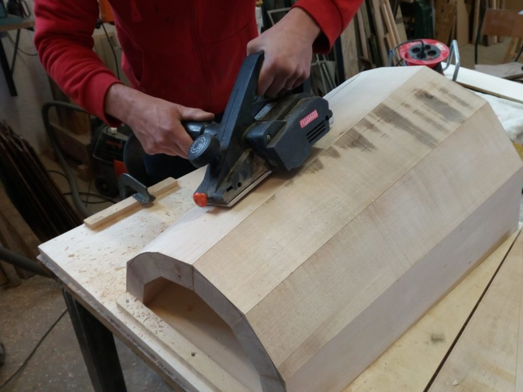 piallatura gamba centrale tavolo contemporaneo legno massello