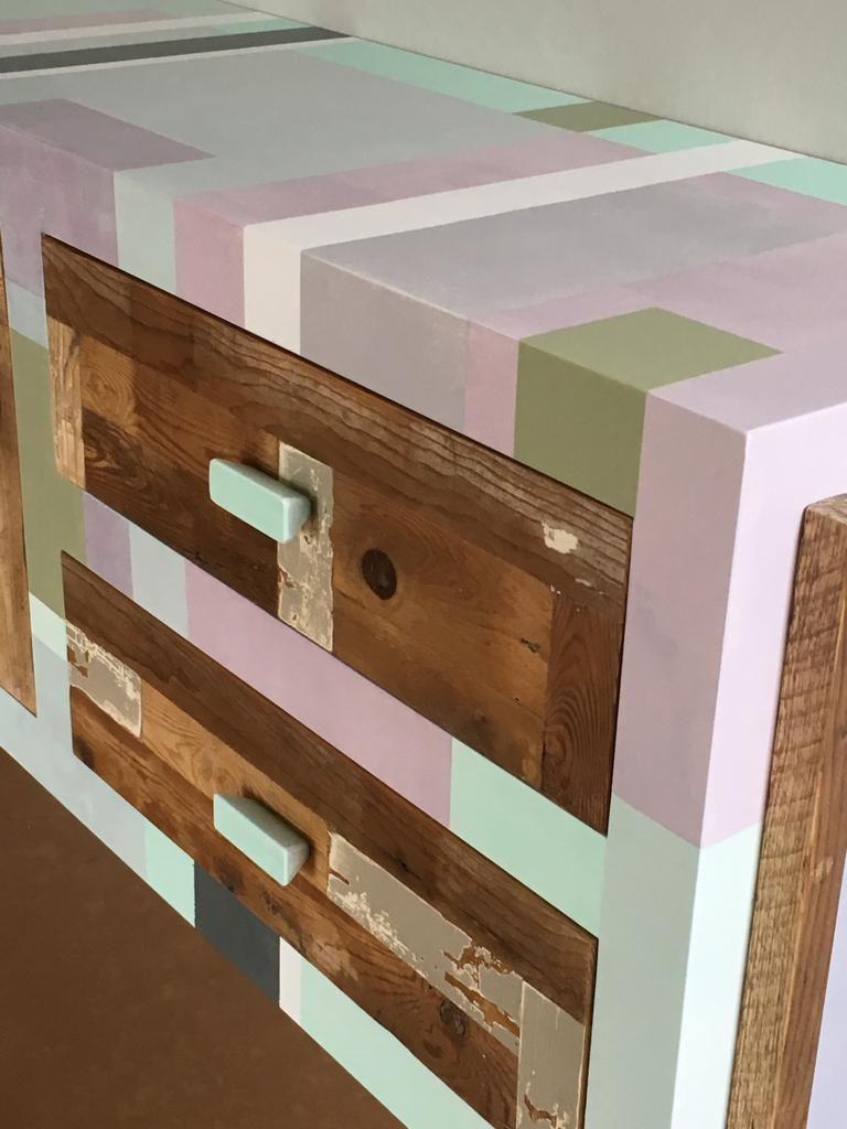 madia colori pastello con legno di recupero e cavi d'acciaio