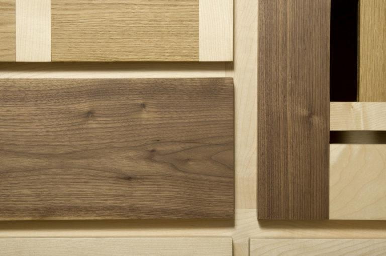 mobile soggiorno senza maniglie legno chiaro e scuro