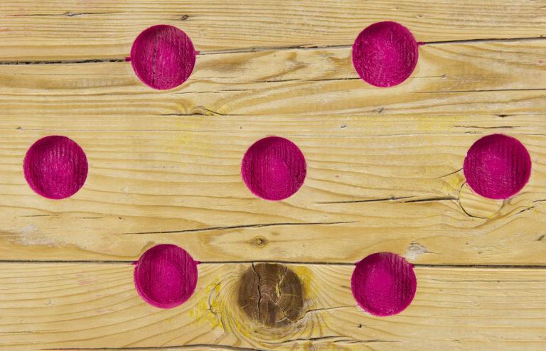 anta armadio con pois colorati in legno vintage rigenerato
