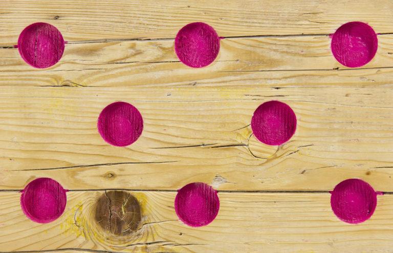 sportelli credenza moderna con cerchi rosa