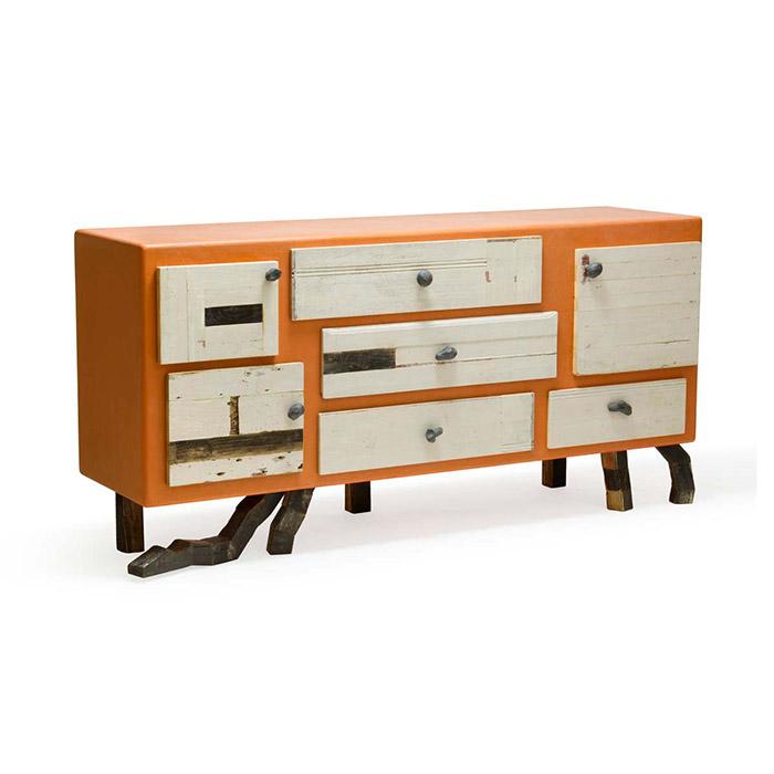 madia con cassetti in legno di recupero e resina arancio