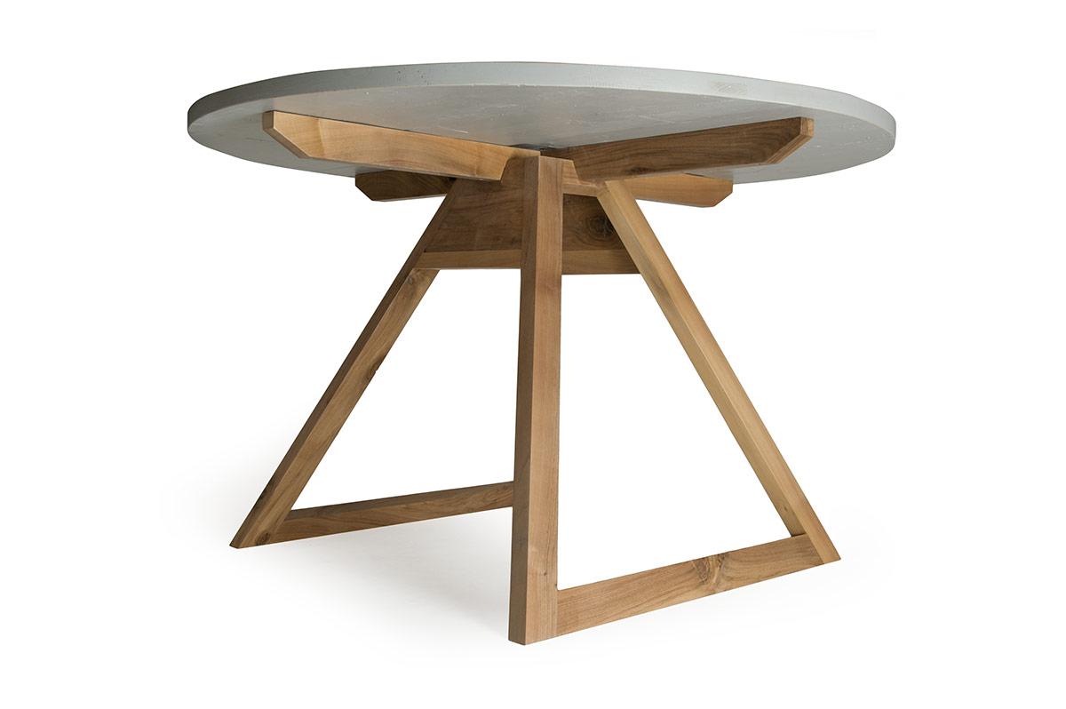 tavolo rotondo in legno massello e puzzle di legni di recupero bianco grigio e blu