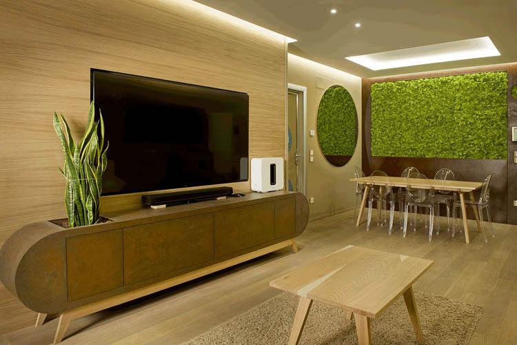mobile tv in legno contemporaneo stondato e tavolo in legno massello