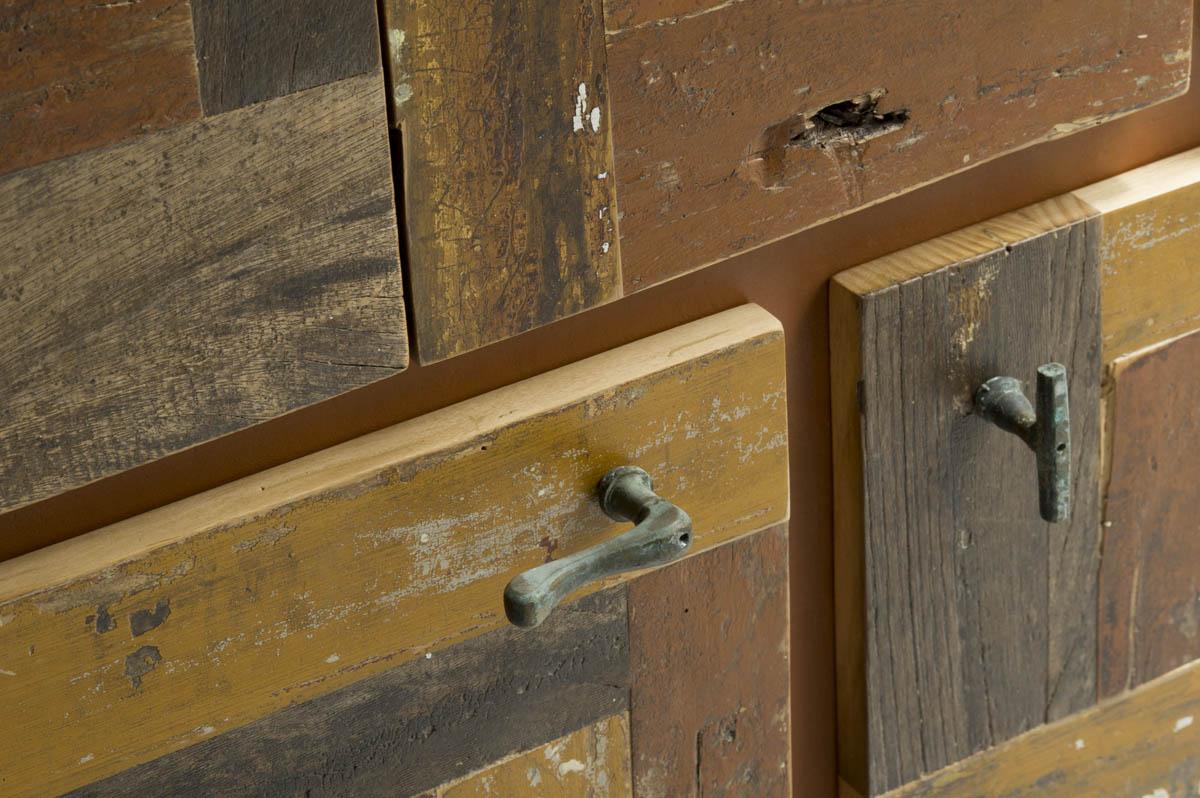 Madia contemporanea in legno riciclato
