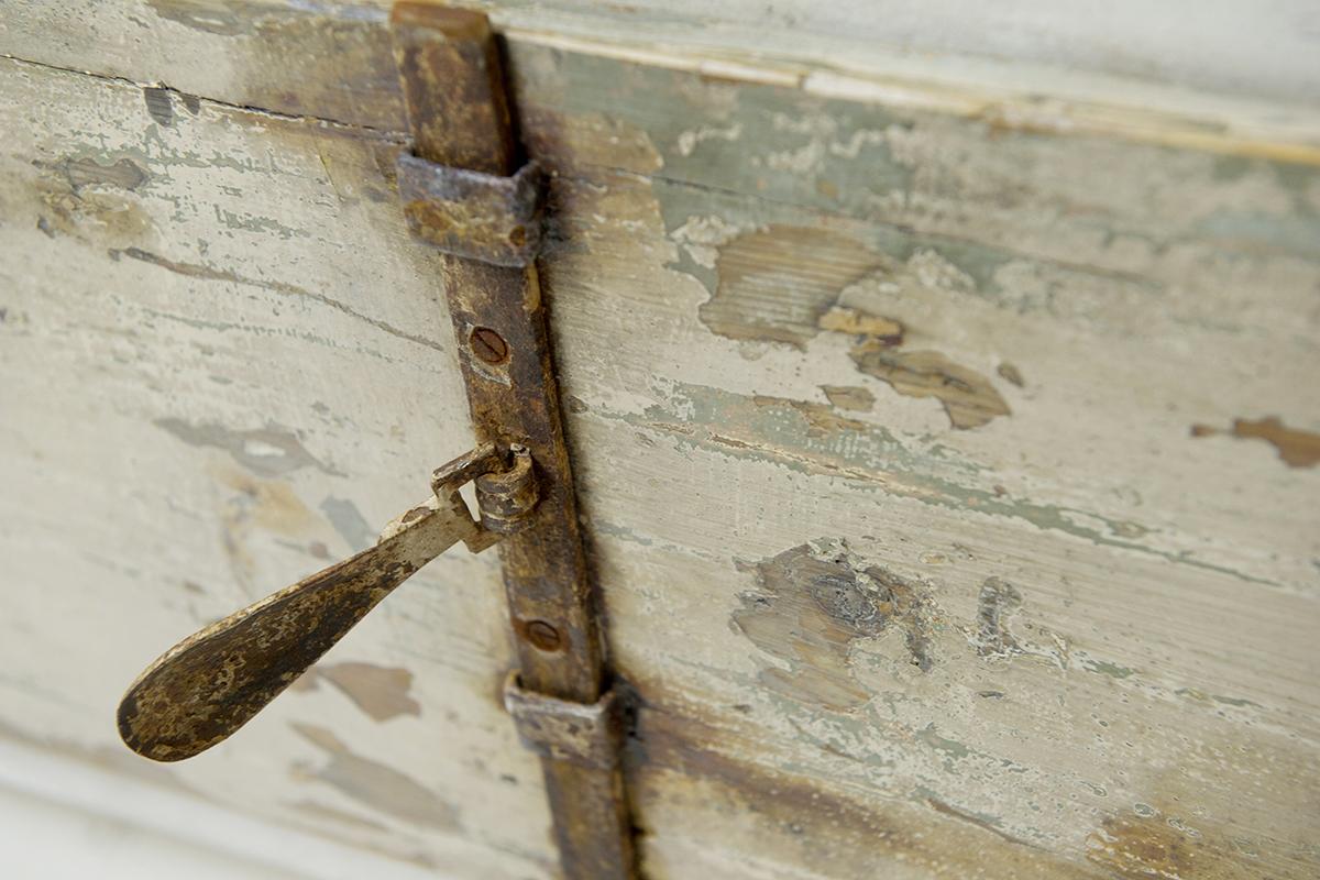 maniglie credenza in resina e ferro vecchio