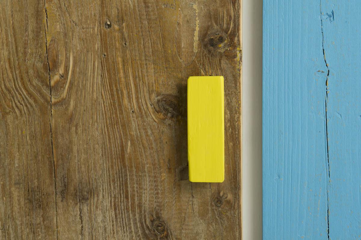 credenza guido laccatura colore e stoffa e legno di recupero