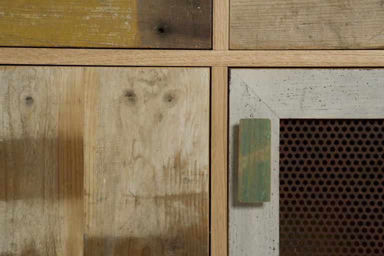 Ante in legno di recupero verde e ocra