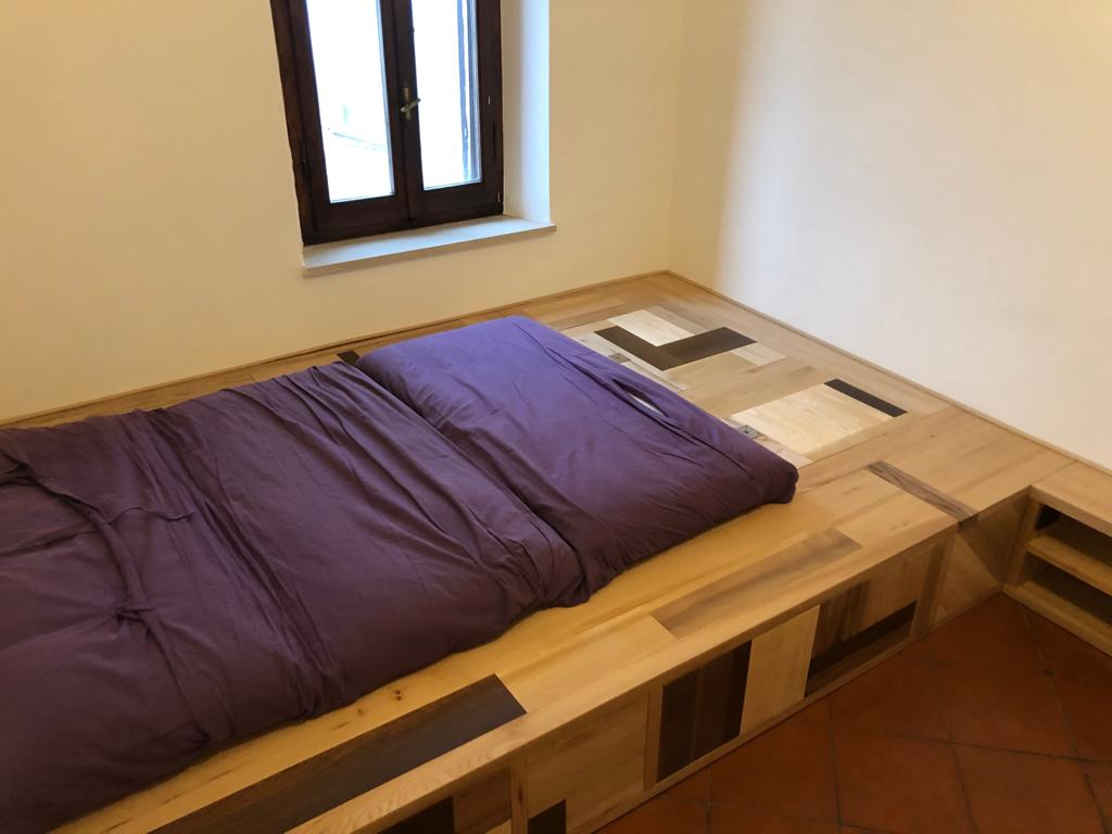 letto contemporaneo in legno