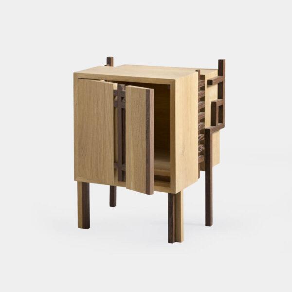 Mobiletto in legno massello di design